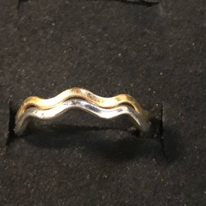 Vintage Avon Gold & Silver wavy ring